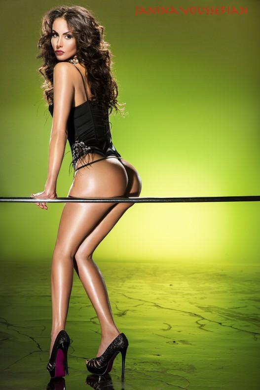 Janina Youssefian nude style