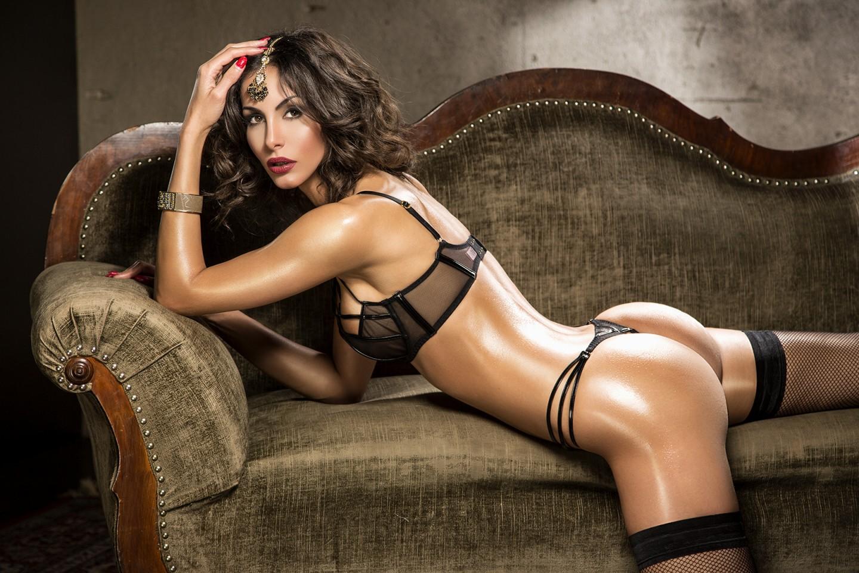 Janina Youssefian Teppichluder erotik bilder