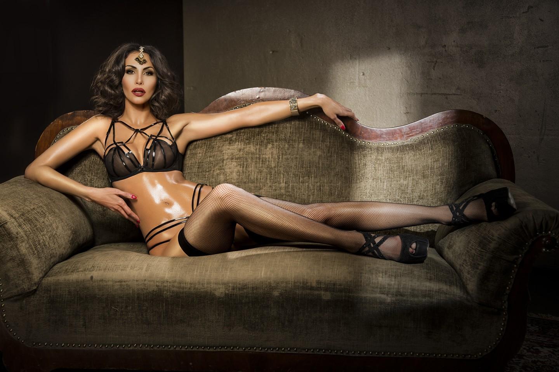 Janina Youssefian Teppichluder erotische fotos
